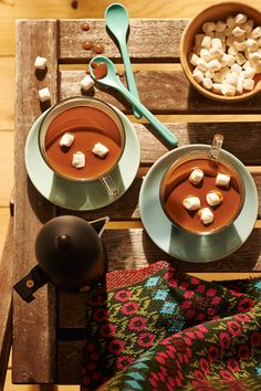 Przyjemnie rozgrzewająca kawa z kakao, wanilią i likierem migdałowym…