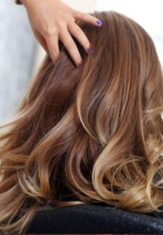 Hair color caramel blonde, blonde balayage, hair looks, braided hairsty Ombré Hair, New Hair, Curls Hair, Big Curls, Hair Dye, Diy Hairstyles, Pretty Hairstyles, Brown Hairstyles, Easy Hairstyle