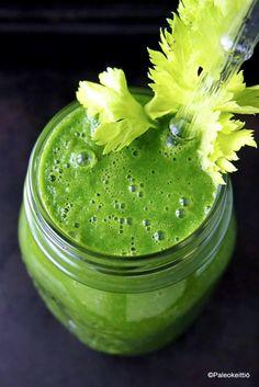 Viikon viherpirtelö (+emäntä dieetillä) /// Piti postailla sitruunanraikasta viherpirtelöä heti viikon kärkeen maanantaina, mutta keskellä viikkoa mennään jo vahvasti. Pardon me. Mutta miksi maanantaina? Koska terveempi elämä alkaa AINA maan… Pickles, Cucumber, Food, Pickle, Cauliflower, Meals, Zucchini