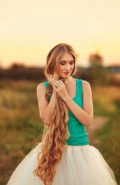 https://flic.kr/p/zV3cAU | verylong850 | Gathering her luscious blonde locks over her shoulder