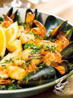 Seafood soup - Per una Padellata di mare spettacolare assicuratevi di aver scelto pesce, crostacei e molluschi freschissimi e di qualità. Sentirete che profumino... padellatadimare