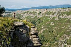 UN PASEO SENDERISTA POR MONTE SANTIAGO (Burgos) | Siempre de paso Mountains, Water, Travel, Outdoor, Wooden Walkways, Beautiful Places, Walks, Gripe Water, Outdoors