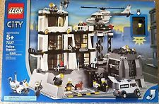 Lego City Police Station with Light up Minifigure #7237 New in Box VHTF