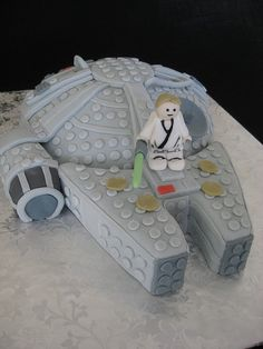 Star Wars Lego cake by The Bees Nees, via Flickr