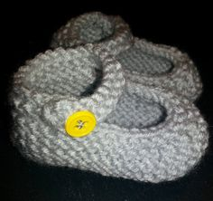 FREE SHIPPING - Choose your color - Hand Knit Baby Booties (size 6 -12 months)