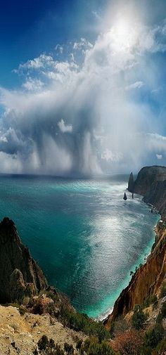 Wonderful cloud formation! and the color of the water is incredible!