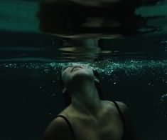 """Imagens marcadas como """"Water, Girl and Photography"""" - water - fotografie wasser - Stories Dark Photography, Underwater Photography, Creepy Photography, Fashion Photography, Photo Ocean, Slytherin Aesthetic, Foto Pose, Aesthetic Pictures, Images"""