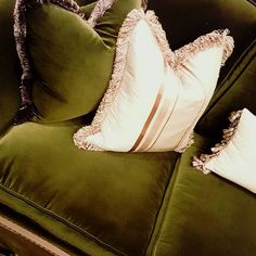 Have you read my blog post yet about the yummy @kravetinc velvet sofa and @schumacher1889 wallpaper in The Whitacre' s San Antonio home? . What's stopping you? Its perfect reading by the fire during this cold wintry weather we're having. .  #linkinbio👉💻 #luxurydesign #kravet #velvet #textiles #wallpaper #schumacher #design  #vanluitwallpaper #homedecor #luxuryhomes #christmasaffair #art #wallcoverings #holidayparties #dsdc #color #texture #velvetlove #designhounds #pillowgoddess - posted…