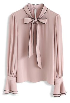 Unique Fashion, Look Fashion, Vintage Tops, Business Outfit, Simple Dresses, Blouse Designs, Chiffon Tops, Blouses For Women, Bell Sleeves