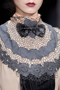 Love the collar details. LOVE!