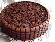 Hozzávalók 28 cm-es kapcsos tortaformához:     42 db Kinder csokoládé szelet     Piskóta tortalap:     3 tojás   3 evőkanálnyi cuko...