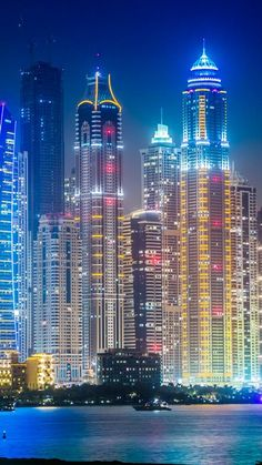 DUBAI LIVE NIGHT SKYSCRAPERS LIGHTS