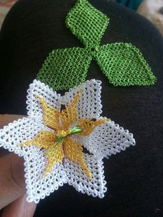 This Pin was discovered by gul Needle Lace, Needle And Thread, Bead Crochet, Crochet Earrings, Crochet Unique, Lace Art, Knitted Flowers, Knots, Needlework