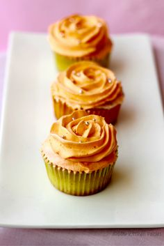 Recdipe of Fusion cupcakes- mawa cupcakes with Indian flavors of Elaichi and rose with Kesar (Saffron ) and Pista frosting. Indian Desserts, Indian Sweets, Indian Food Recipes, Naan, Cupcakes, Cupcake Cakes, No Bake Desserts, Dessert Recipes, Cupcake Recipes