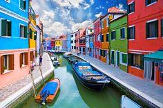 信じられないほどかわいい!一度は行きたい世界の「カラフルな町」15選 1枚目の画像