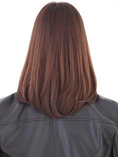 「清楚系ワンカール内巻きセミロング」 ミディアムのヘアスタイル。前髪のある内巻きは王道のセミロング