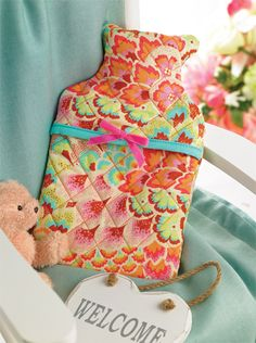 Stitch a cosy hot water bottle cover for chilly winter eves Sewing Machine Projects, Small Sewing Projects, Quilting Projects, Craft Projects, Craft Ideas, Water Bottle Covers, Project Free, Crafts Beautiful, Textiles