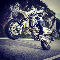 WHEELIE WONKA #701supermoto #husqvarna #supermoto #supermotard #fastbike #racing…