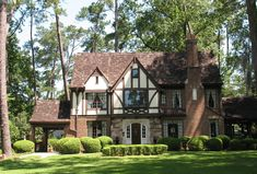 Sims Building, Building Exterior, Building A House, Tudor Style Homes, Cottage Style Homes, Style At Home, Tudor House Exterior, Estilo Tudor, English Tudor Homes