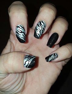 Silver+Sparkle+Zebra+by+Nailart29+-+Nail+Art+Gallery+nailartgallery.nailsmag.com+by+Nails+Magazine+www.nailsmag.com+%23nailart