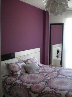 Cómo decorar la habitación pintada de morado y gris perla suave...... | Decorar tu casa es facilisimo.com
