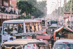 Jaipur | India Long traffic jam on the road where I had time to snap the photo  #travel #india #jaipur #city #limkimkeong #limkimkeong_Asia #limkimkeong_india