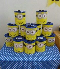Sito Recycled Crafts, Diy And Crafts, Formula Can Crafts, Piggy Bank Craft, Baby Formula Cans, Minion Craft, Minion Candy, Pringles Can, Minion Cupcakes