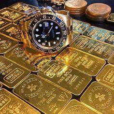 Gold gold gold  #love #cosmograph #watchtuneup #swagg #watches #watchporn #audemars #picofthefay #richardmille #tourbillon #likeforlike #rolex #audemarspiguet #luxury #luxurylife #millionaire #picoftheday #fashion #like #exotourbillon #style #gold #swissmade #instalike #followme #instafollow #thatluxuryman #hublot #amazing #swiss
