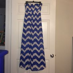 Blue & White Chevron dress This gorgeous dress is sure to make a statement! Worn a few times to weddings. Dresses Strapless