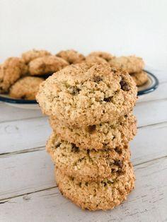 Havermout koekjes met kokos en chocolade - recept - maken-1 Cookie Bars, Sweets, Lunch, Healthy Recipes, Vegan, Cookies, Breakfast, Desserts, Food