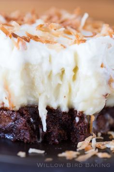 These Coconut Cream Brownies from Willow Bird Baking are an easy dessert recipe that coconut and chocolate lovers will go crazy for. Coconut Desserts, Coconut Recipes, Easy Desserts, Delicious Desserts, Dessert Recipes, Coconut Brownies, Cheesecake Desserts, Bar Recipes, Vegan Desserts