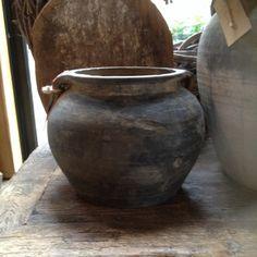 Oude stenen kruik pot grijs