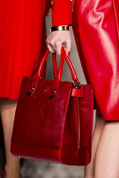 Latest Handbags, Fashion Handbags, Purses And Handbags, Fashion Bags, Milan Fashion, Fashion Fashion, Runway Fashion, Fashion Trends, Girls Bags