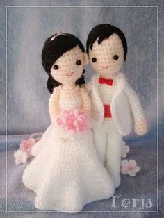 such a cute crocheted wedding couple
