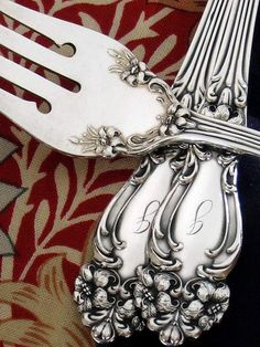 1901 Tiger Lily silverware I love these! Silver Cutlery, Vintage Cutlery, Sterling Silver Flatware, Silver Spoons, Sterling Silverware, Sterling Sliver, Art Nouveau, Art Deco, Vintage Silver