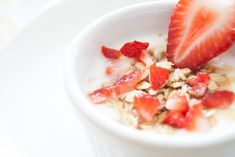 Show Some Love To Muesli Breakfast Cereals- They Are Good And Healthy! Muesli, Dieta Fodmap, Healthy Snacks, Healthy Recipes, Eating Healthy, Stay Healthy, Healthy Habits, Healthy Breakfasts, Healthy Yogurt