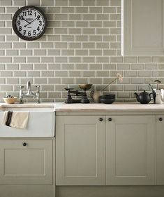 Kitchen wall tiles are perfect to add character to your cooking space. Whether it's a feature splashback or a simple border, there is something for everyone in our collection of kitchen wall tiles. Country Kitchen, New Kitchen, Kitchen Dining, Kitchen Decor, Kitchen Cabinets, Decorating Kitchen, Design Kitchen, Upper Cabinets, Kitchen Colors