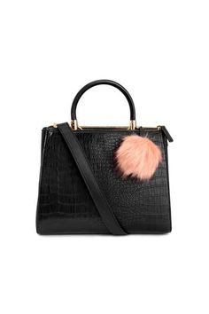 Black Handbag with animal print and a Pom-pom, H&M. Bag Trends Fall Bolso de mano negro con animal print y un pompón, H&M. Black Handbags, Purses And Handbags, Women's Accessories, Work Bags, Fashion Seasons, H&m Fashion, Petite Fashion, Shoulder Handbags, Cross Body Handbags