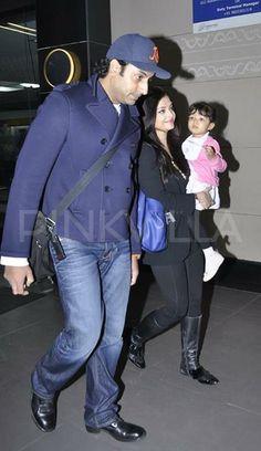 Abhishek Bachchan, Aishwarya Rai-Bachchan and Aaradhya Bachchan snapped at Mumbai International Airport Celebrity Outfits, Celebrity Couples, Celebrity Clothing, Aishwarya Rai Bachchan, Amitabh Bachchan, Beautiful Couple, Most Beautiful Women, Bachchan Family, Aaradhya Bachchan