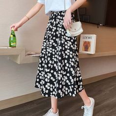 Printed Skirt Outfit, A Line Skirt Outfits, Floral Skirt Outfits, Cute Modest Outfits, Printed Skirts, Pretty Outfits, Stylish Outfits, Floral Skirts, Floral Print Skirt