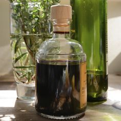 "Medicinal vinegars are perfect for children and those intolerant to alcohol. Fend off illnesses with antiviral, immune-boosting ""Four Thieves"" Vinegar.data-pin-do="