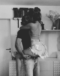 Cute Couples Kissing, Cute Couples Photos, Hot Couples, Cute Couple Pictures, Couples In Love, Romantic Couples, Boudior Poses, Couple Photoshoot Poses, Couple Photography Poses