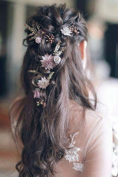 Embrace your wedding flowers throughout your bridal look including your hair - we love how these rustic florals - perfect for a country wedding. #Promhairs