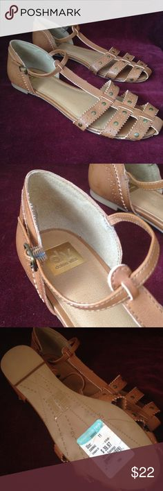 dv dolce vita Dark camel colored sandle. In excellent condition. Worn shown in picture.  Beautiful color. Dolce Vita Shoes Sandals
