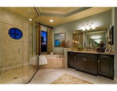 This could be your bathroom-- spacious, elegant, and beautifully decorated. Click here to see more of the features this home has to offer! #TampaFLRealEstate #TampaFLHomesForSale #TampaRealEstate