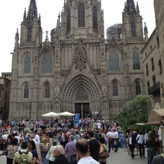 Barcelona Cathedral Gothic Cathedral, Natural History, Barcelona Cathedral, Castles, Places To Go, City, Nature, Travel, Naturaleza