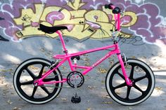 1987 Kuwahara Magician Pro in Neon Pink by Lixy Vintage Bmx Bikes, Velo Vintage, Retro Bike, Bmx Bandits, Bmx Girl, Gt Bmx, Cycling Art, Cycling Quotes, Cycling Jerseys