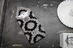 GRANNY I PHONE CASE WITH PATTERN & TUTORIAL