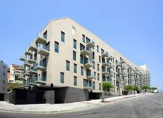 103 Social Housing Units in Turo Del Sastre / Batlle & Roig Architects
