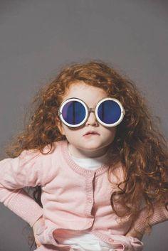 Nesta semana os olhares estão voltados para as fofuras que alegram nossas vidas. Para inspirar, algumas peças da coleção de óculos da Karen Walker fotografadas em crianças de 3 a 5 anos.